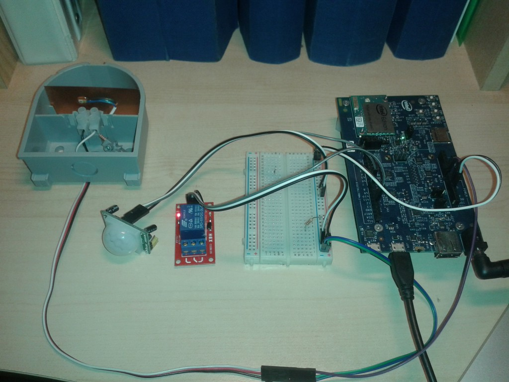 Relay Pir and temp sensor on Edison